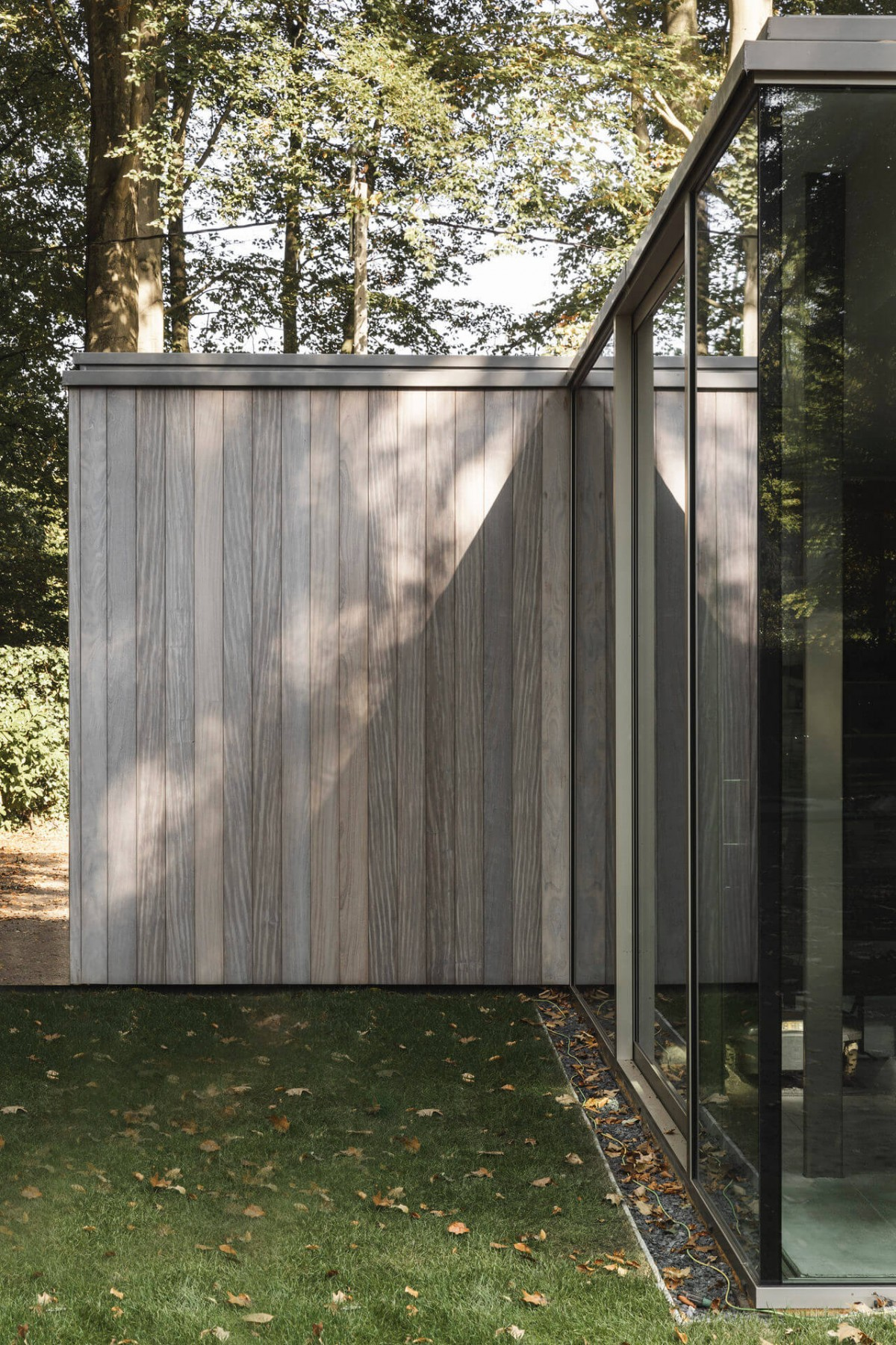 poolhouse afrormosia planchet 9