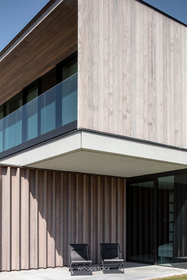 realisation facade cladding in afrormosia wood planchettes and beams